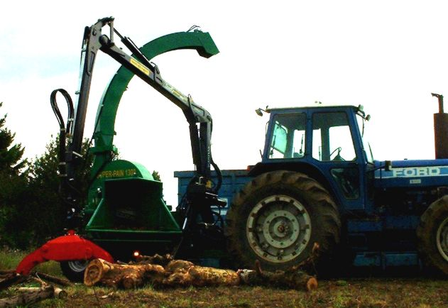 SUPER-PAIN 1300 chipper on tractor, with hydraulic bough-dragger.