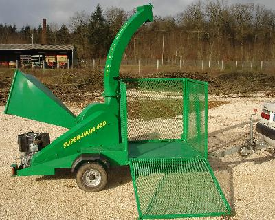 Autonomous SUPER-PAIN 450 chipper with additional box to stock chipped material (open)
