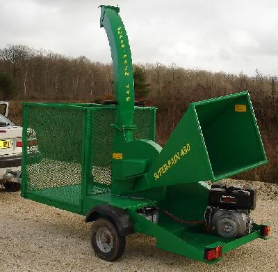 Autonomous SUPER-PAIN 450 chipper with additional box to stock chipped material