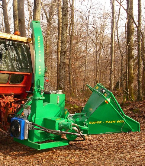 SUIPER-PAIN 600 chipper on tractor, with hydraulic bough-dragger