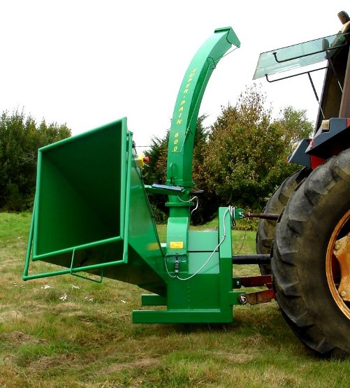 SUPER-PAIN 600 chipper on tractor, without bough-dragger