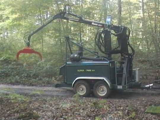 Autonomous SUPER-PAIN 900 chipper on road trailer.